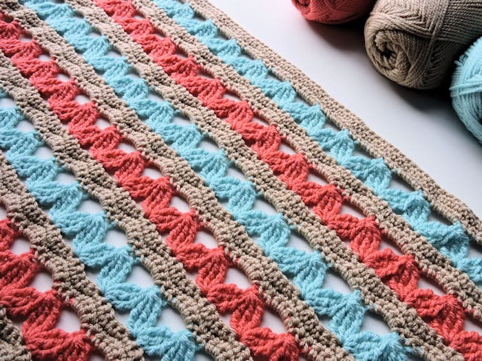 Zig Zag Hugs Lap Throw | CrochetKim Free Crochet Pattern