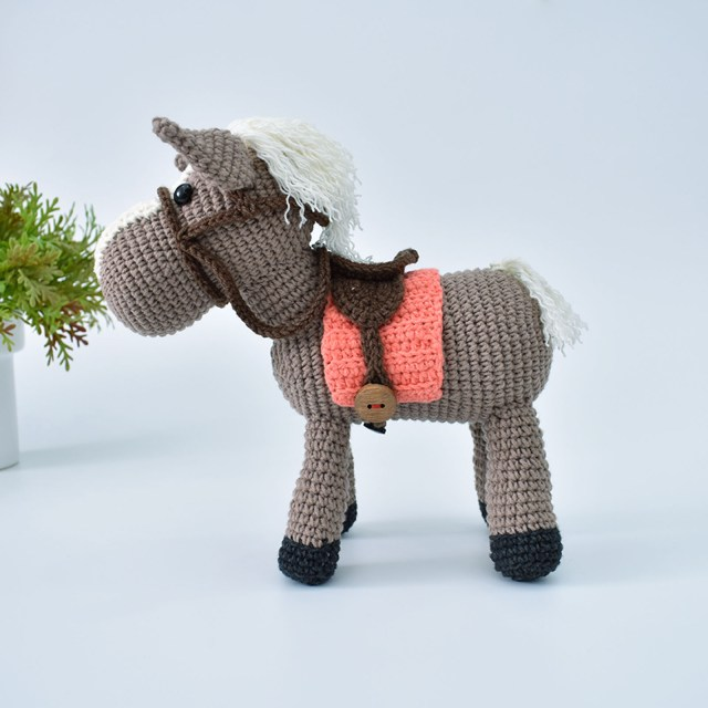 Free Amigurumi Crochet Pattern for Heidi the Horse ⋆ Crochet Kingdom | 640x640