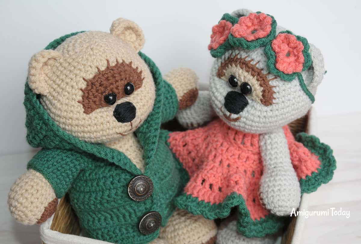 Free Teddy Bear crochet pattern - Amigurumi Today | 812x1200