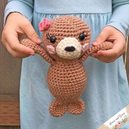 This amigurumi seal pup crochet pattern is so well written and clear. It's so easy to make but creates an impressive little seal stuffie! #amigurumiseal #sealpup #sealcrochetpattern #freecrochetpattern #sealpupcrochetprattern #sealamigurumipattern #cutesealpattern #30daysofcozy #graceandyarn #crochetpreneur