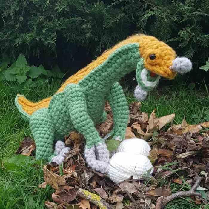Mommy therizinosaurus amigurumi dinosaur