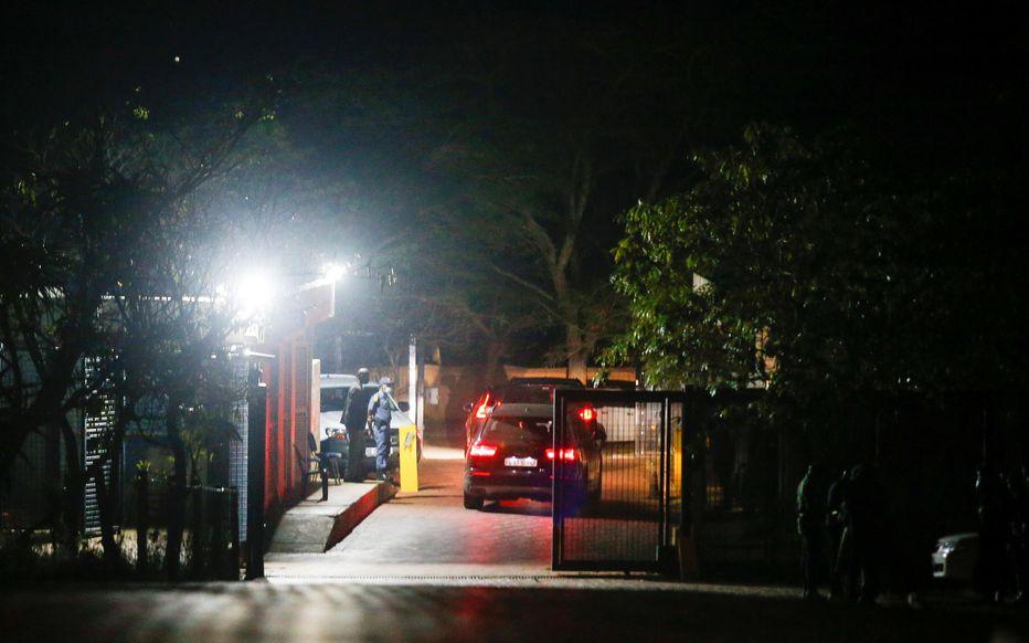 Un convoi, parti de la résidence de Jacob Zuma à Nkandla dans la nuit de mercredi à jeudi, a conduit l'ex-dirigeant sud-africain jusqu'à la prison d'Escourt. REUTERS/Rogan Ward