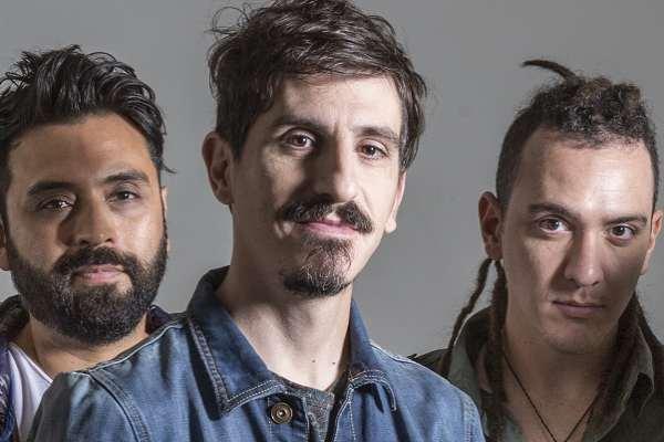 Juan Rosasco en Banda presenta una nueva versión de «Niebla de otoño», con integrantes de Los Tipitos y Atropello Carregal