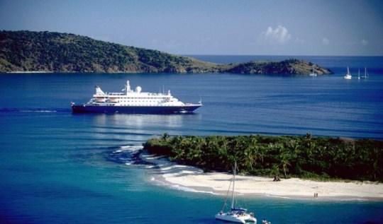 Vu aérienne d'un Navire du SeaDream Yacht Club