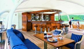 Bar- SeaDream Yacht Club