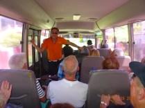 Nous sommes entassés dans le bus de secours