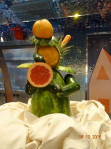 Sculpture avec des fruits et légumes