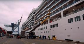 Croisière tour du monde Australe 2017 Costa Luminosa à quai au port de Valparaiso 5