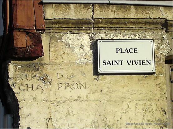 Rue du Chaperon - Place St Vivien