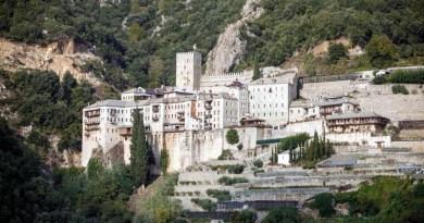 Opt călugări diagnosticaţi cu COVID-19 pe Muntele Athos