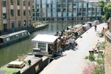 """En el corazón de Londres , en las orillas del Regent's Canal , hay una librería flotante llamada """"Word on the Water""""."""