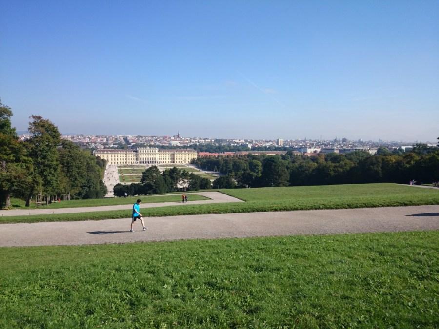 Vistas del Palacio Schonbrunn en Viena desde la parte más alta.