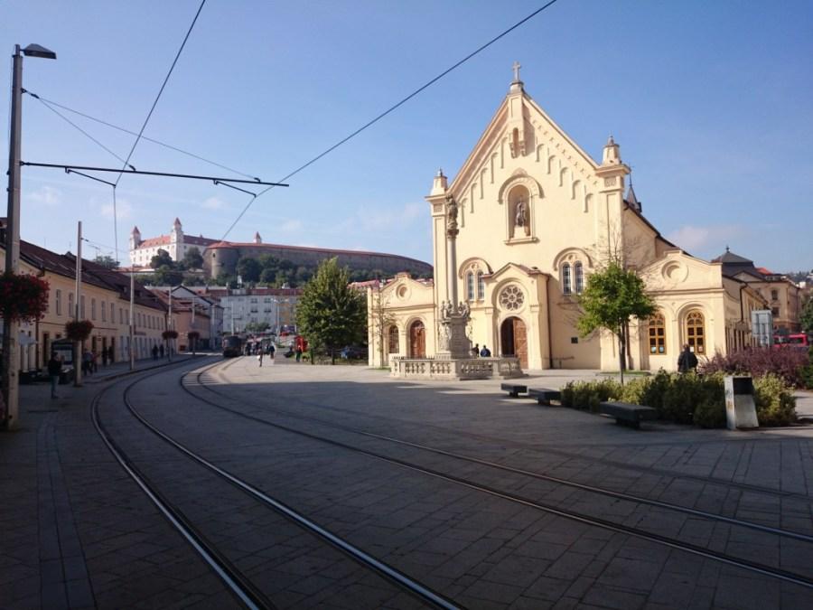 Iglesia y Tranvía.