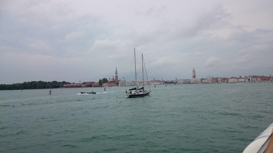 De vuelta en Venecia, de nuevo nublado.