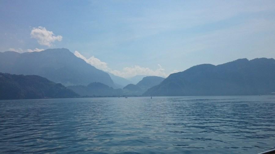 Navegando en el lago.