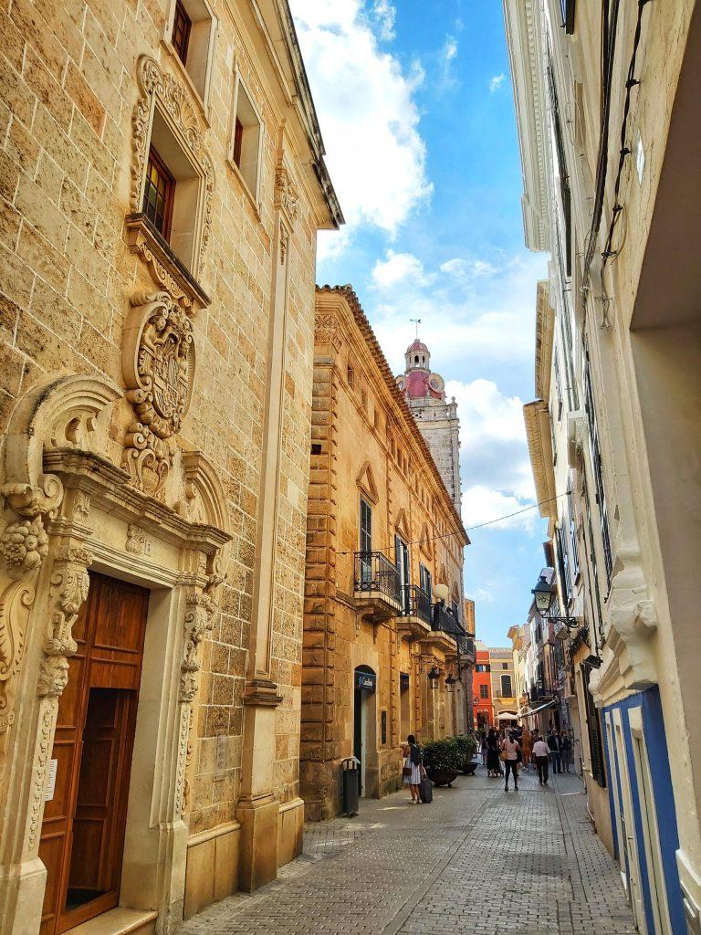 Calle del Seminario. Cúpula de la Iglesia del Socors al fondo.