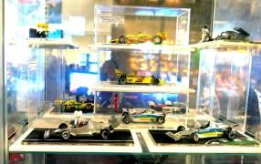 Miniaturas de carros de corrida perfeitas de carros de corrida nacionais e dos carros de F1 dos Fittipaldis. O site: www.automodelli.com.br