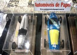 Miniaturas de carros feitos de papel de tão perfeitos que fica dificil de acreditar. Obras de Kiko Iorio que você pode comprar. Veja o site www.automoveisdepapel.com.br