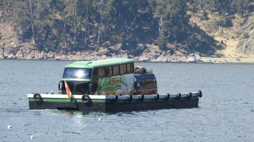 Autobús Estrecho de Tiquina