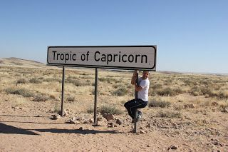 Colgado del cartel que indica Tropico de Capricornio, Swakopmund