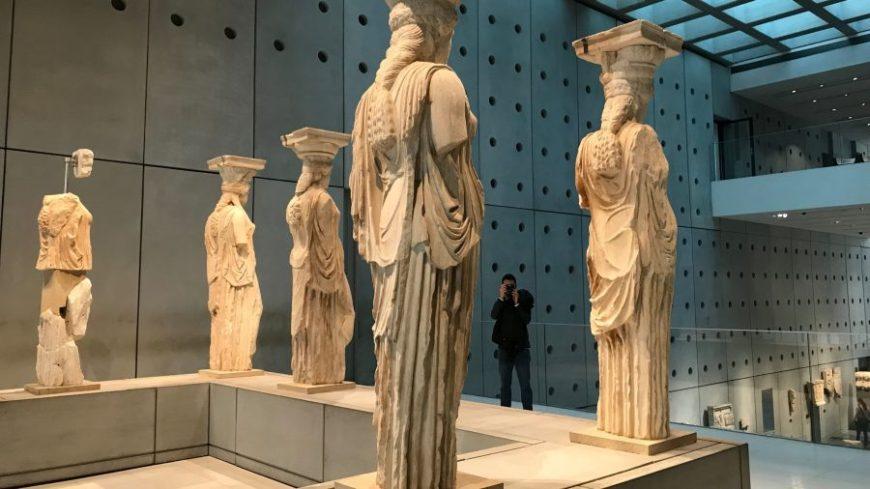 Cariátides, una de las cosas más curiosas que ver en Atenas