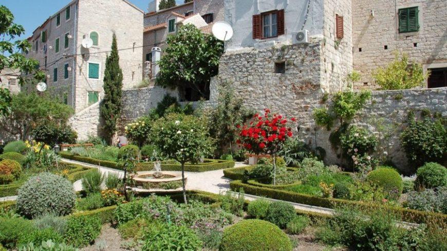 Jardines Monasterio San Lorenzo en Sibenik