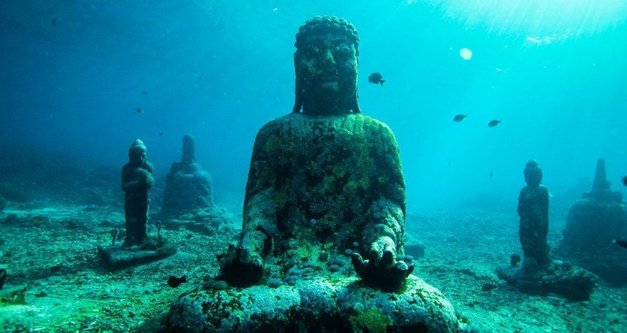 estatuas buda nusa ceningan