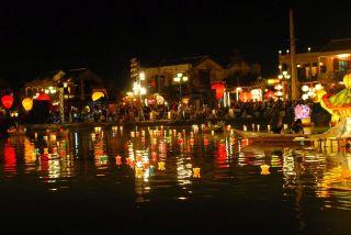 Noche en Hoi An, Vietnam