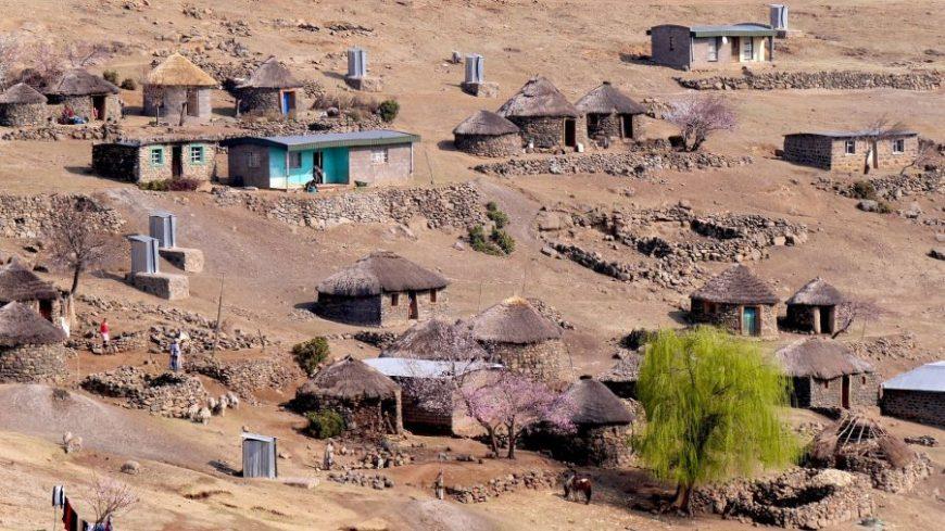 Chabolas de barro con techos de paja