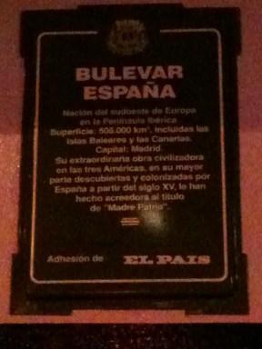 """Placa en homenaje a España, """"madre patria"""", en el Bulevar España de Montevideo (2014)"""