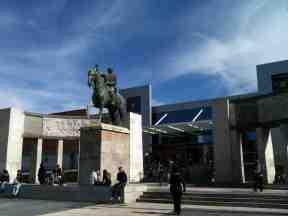 Monumento a José Fructuoso Rivera, primer presidente de Uruguay, en la Plaza de la Democracia, en Montevideo (2014)