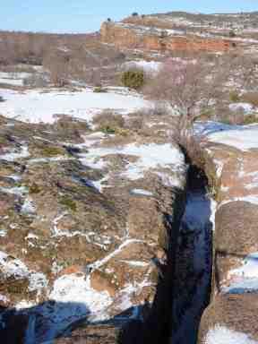 Canalización de agua procedente de un probable acueducto en la parte suroeste