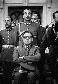 El dictador Augusto Pinochet en el Tedeum (Santiago de Chile), retratado por Chas Gerretsen en 1973
