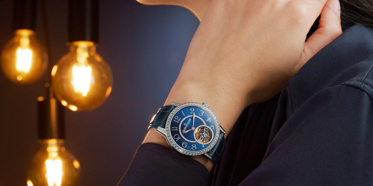 Los nuevos relojes Rendez-Vous lucen un traje azul noche