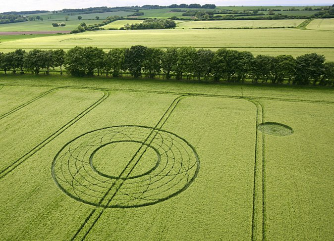 28th May 2017 at Summer Lane, Nr Broad Hinton, Wiltshire. Barley. c.160 feet (49m) diameter. In between the inner and outer ring, there are six petals resting on four concentric circles.