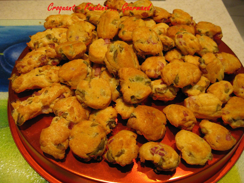 Madeleines aux olives et aux lardons - mars 2009 002