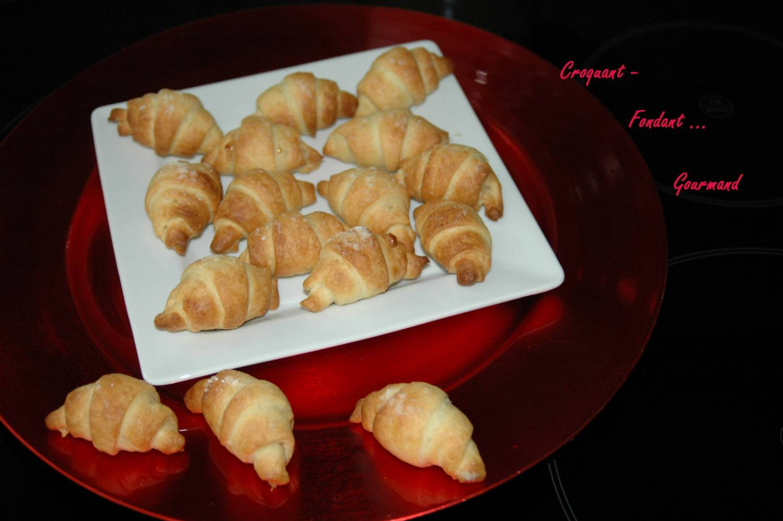Croissants pâte d'amande - octobre 2009 154 copie