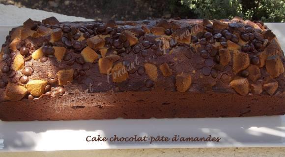 Cake chocolat-pâte d'amandes DSCN5103