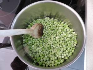 Mousse de sardinettes sur coulis vert P1040046