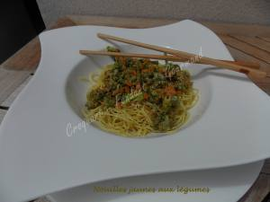 Nouilles jaunes aux légumes DSCN4648