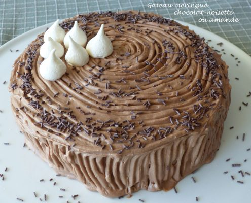 Gâteau meringué chocolat-noisette ou amande P1080427 R