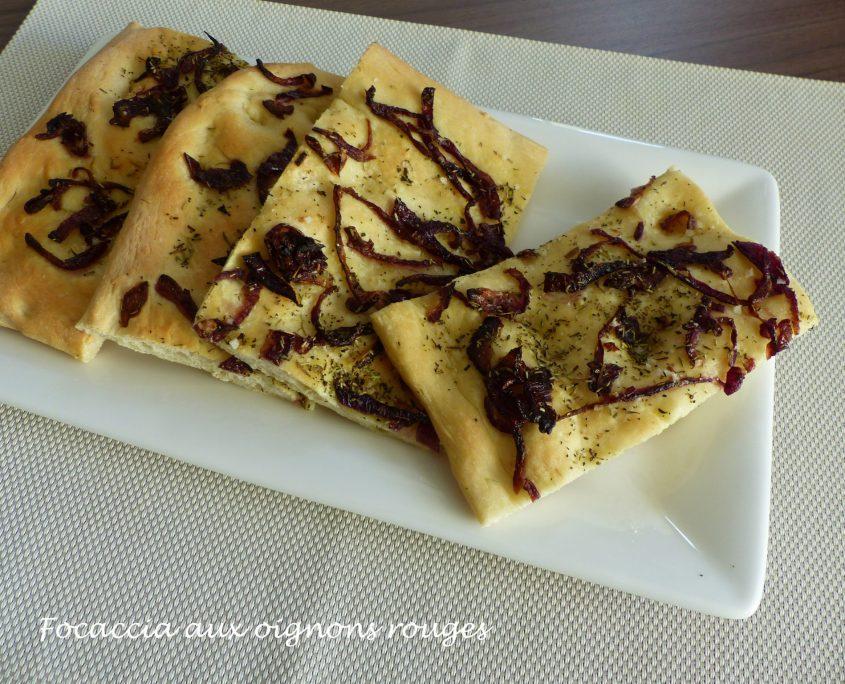 Focaccia aux oignons rouges P1060427 R
