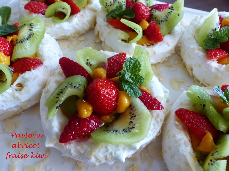 Pavlova abricot-fraise-kiwi P1170026 R