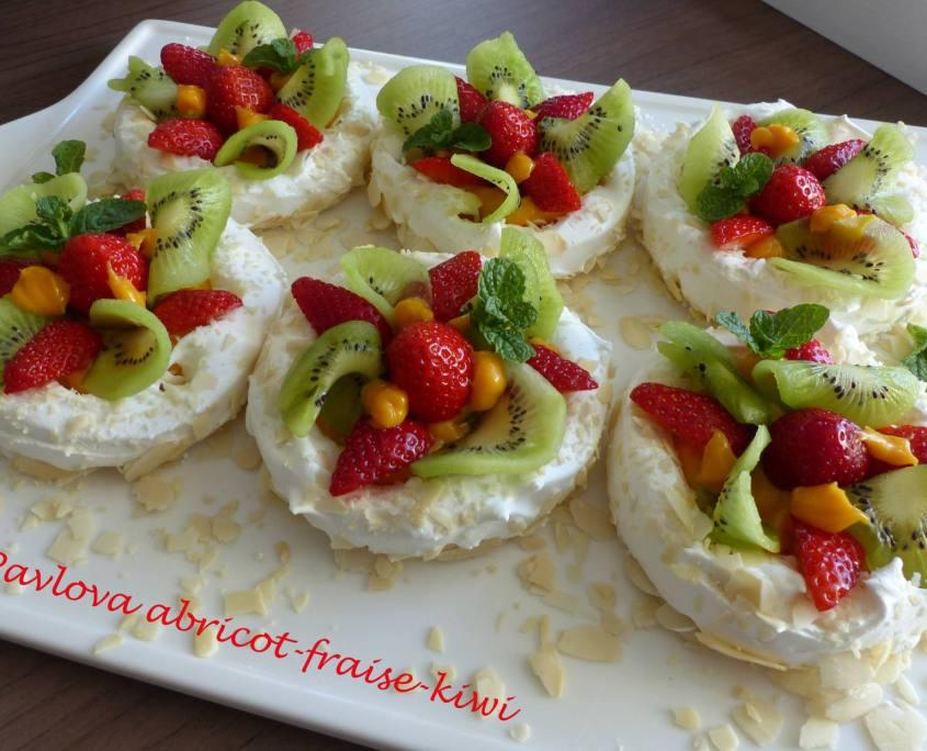 Pavlova abricot-fraise-kiwi P1170029 R