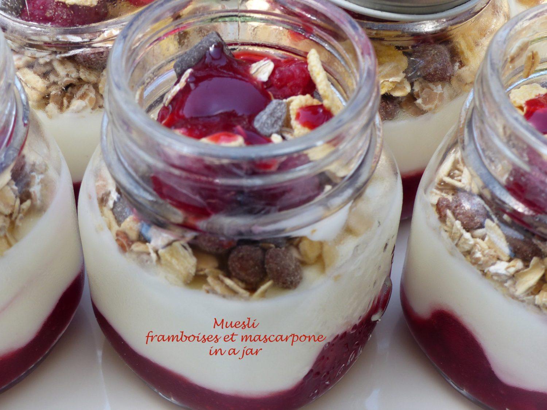 Muesli framboises et mascarpone in a jar P1110596 R