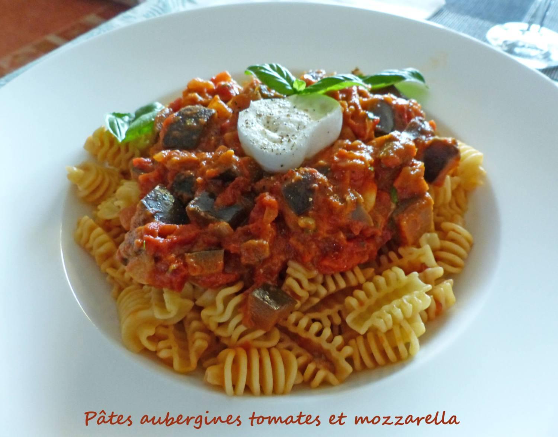 Pâtes aubergines tomates et mozzarella P1250863 R