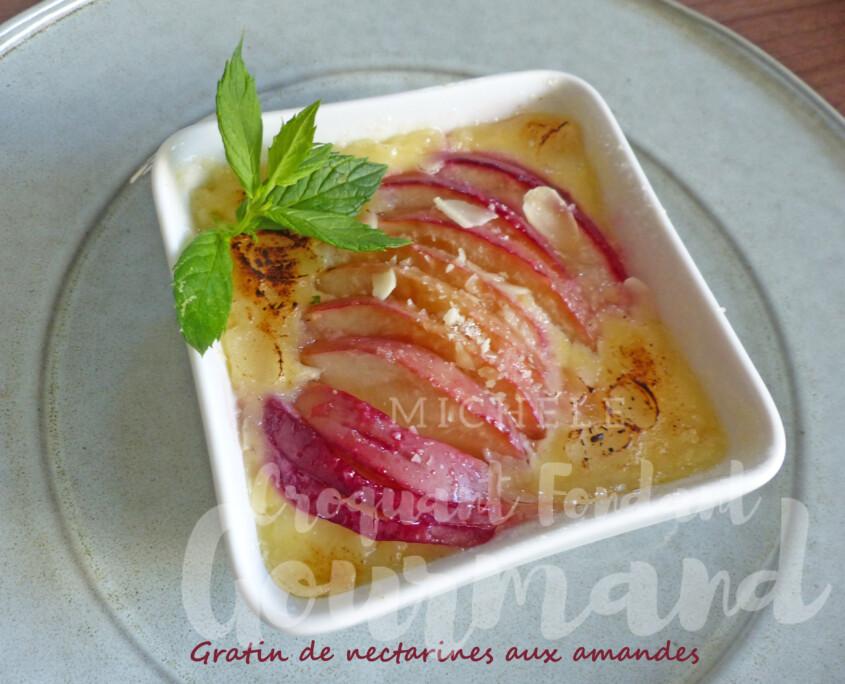 Gratin de nectarines aux amandes P1260009 R
