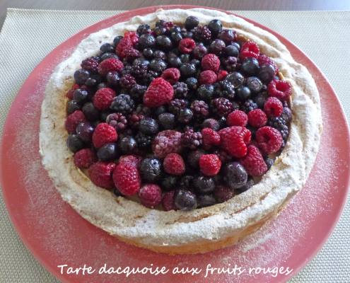 Tarte dacquoise aux fruits rouges P1260347 R