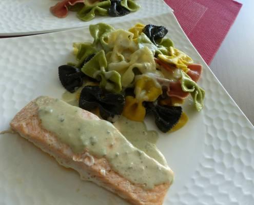 Dos de saumon et sauce au roquefort P1200907