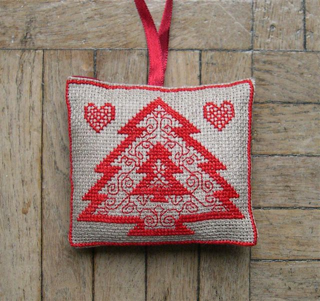 redwork tree and more Christmas cross stitch patterns.